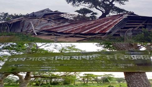গলাচিপায় আম্ফানের তান্ডবে লন্ডভন্ড মেম সাহেব নিম্ন মাধ্যমিক বিদ্যালয়