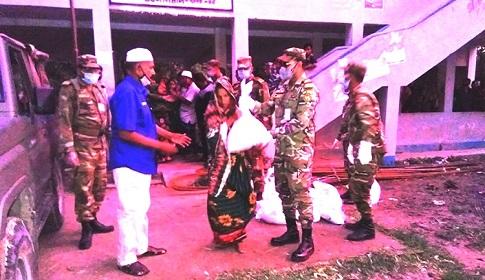 সেনাবাহিনীর নিজস্ব অর্থায়নে দশমিনায় ত্রাণ সহায়তা প্রদান