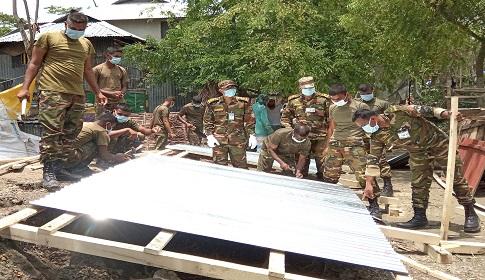 কলাপাড়ায় আম্পানে ক্ষতিগ্রস্থ্যদের পূণর্বাসনে এগিয়ে এসেছে সেনাবাহিনী