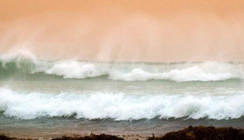 অস্ট্রেলিয়ায় শক্তিশালী সাইক্লোন 'মাঙ্গা'র তাণ্ডব শুরু
