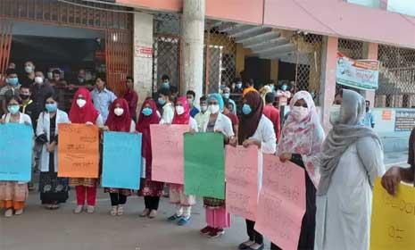 চট্টগ্রাম মেডিকেলে ইন্টার্ন চিকিৎসকদের ধর্মঘট