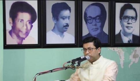 টিকা নিয়ে গুজবে কান দেবেন না : তাপস