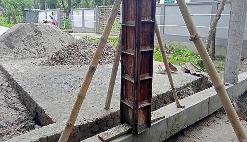 ভোলার তজুমদ্দিনে চলাচলের পথে পিলার নির্মাণ