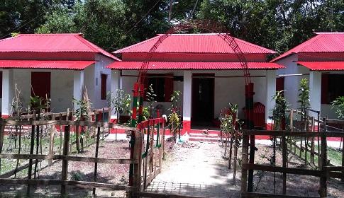 'নামাজ পইড়্যা আল্লাহর কাছে প্রধানমন্ত্রীর জন্যি দোয়া করি'