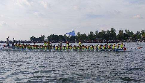 শাহজাদপুরে ঐতিহ্যবাহি নৌকা বাইচের চূড়ান্ত প্রতিযোগিতা অনুষ্ঠিত