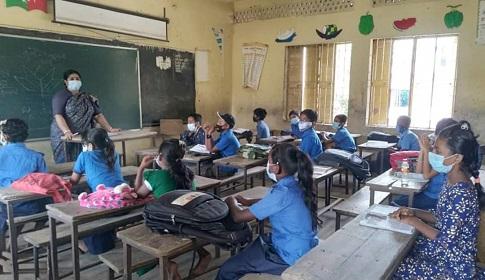 স্কুলের ঘন্টায় উচ্ছ্বসিত ঝিনাইদহের শিক্ষার্থীরা