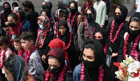 পাকিস্তানে পালালেন আফগান নারী ফুটবলাররা