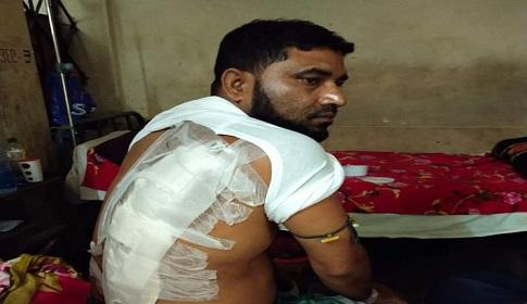 মৌলভীবাজারে চোরাগোপ্তা হামলা চালিয়ে ব্যবসায়ীকে আহত করেছে দুর্বৃত্তরা