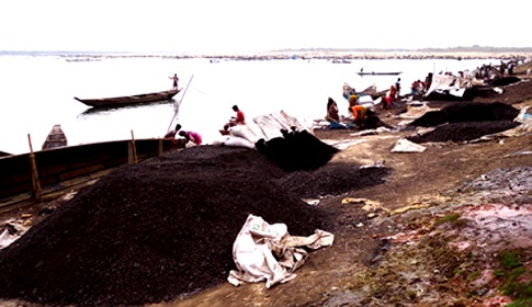 তাহিরপুর সীমান্তে ৫০মে.টন চোরাই কয়লা আটক