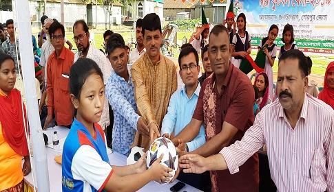 শেরপুরে নালিতাবাড়ীতে বাল্যবিয়ে-যৌতুক বিরোধী নারী ফুটবল খেলা