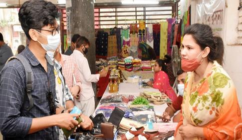 স্বাস্থ্যবিধি মেনে চলছে বিসিকের হেমন্ত মেলা
