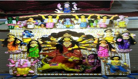 ঈশ্বরদীর ঐতিহ্যবাহী মৌবাড়ি মন্দিরে দেবী দূর্গা আসনে অধিষ্ঠিত