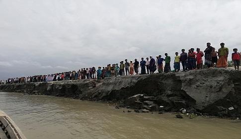 যমুনা নদী সুরক্ষা বাঁধ নির্মাণের দাবিতে নাগরপুরে মানববন্ধন