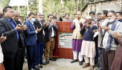 গোবিন্দগঞ্জে চাঁদপাড়া হাট কমপ্লেক্স ভবন নির্মাণ কাজের ভিত্তিপ্রস্তর স্থাপন