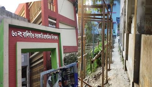 মুসাপুরে বিদ্যালয়ের জায়গা দখল করে দোকান নির্মাণের অভিযোগ