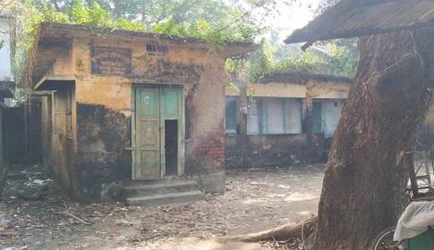 রায়পুরে সরকারি ভবনসহ ১৫ স্থানে মাদকের আড্ডা