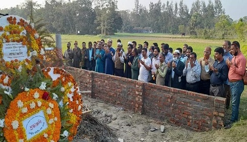 নোয়াখালীতে মুজাক্কিরের কবর জিয়ারতে বিএমএসএফ নেতৃবৃন্দ