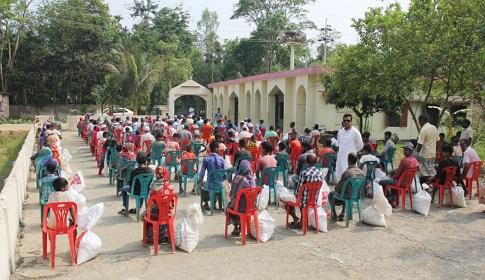 মৌলভীবাজারে ৪০০ পরিবারকে বিএনপি নেতার খাদ্য সহায়তা