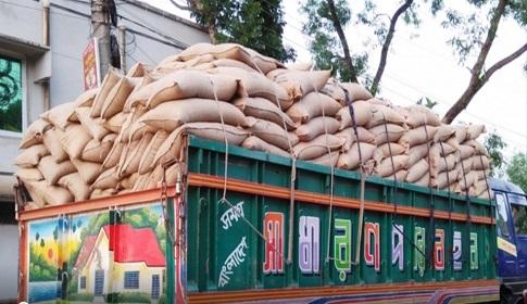 দিনাজপুর থেকে চট্রগ্রাম যাওয়ার পথে চালকসহ ট্রাকভর্তি চাল উধাও