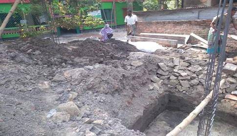 বন্ধ হলো কালীগঞ্জের ব্যবসায়ী মনিরুলের বসতবাড়ি নির্মাণ কাজ