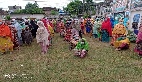 নওগাঁয় প্রবাসী চিকিৎসকের উদ্যোগে ২ শতাধিক পরিবারকে নগদ অর্থ প্রদান