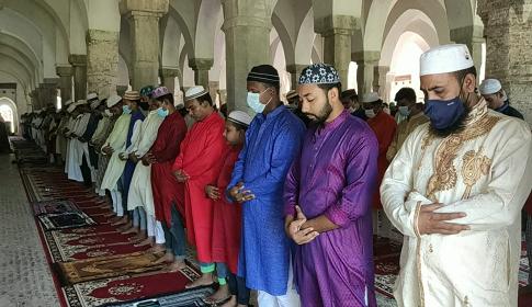 ষাটগুম্বজ মসজিদে ঈদের ৩টি জামায়াত