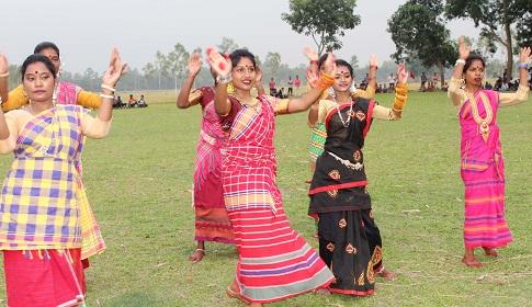 ধামইরহাটে আদিবাসীদের ফুটবল প্রতিযোগিতা ও মনোরম নৃত্য পরিবেশন