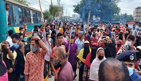 সিদ্ধিরগঞ্জে শ্রমিক-পুলিশ সংঘর্ষে আহত ২০, সড়ক অবরোধ