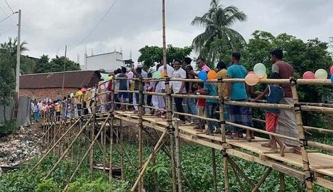 সাভার উপজেলা চেয়ারম্যানের নিজস্ব অর্থায়নে সাঁকো নির্মাণ