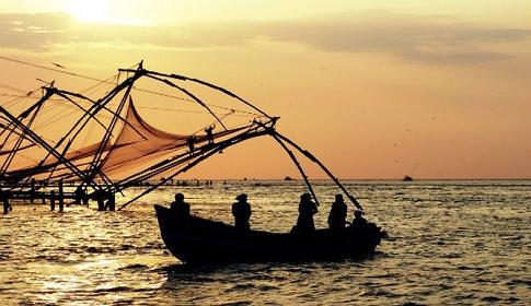 ইন্দোনেশিয়ায় ঝড়ের তাণ্ডব : নিহত ২৪, খোঁজ মিলছে না ৩১ জনের