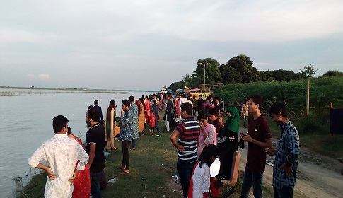 ফরিদপুরের অন্যতম বিনোদন কেন্দ্র ধলার মোড়