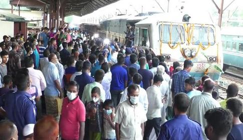 পাথর বোঝাই ৪০টি ওয়াগন নিয়ে বাংলাদেশে ভারতীয় ট্রেন