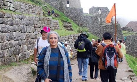৭০ বছর বয়সেও বিশ্বভ্রমণে উদ্যমী যে নারী