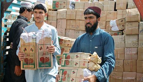 আফগানদের ত্রাণ দিচ্ছে চীন-পাকিস্তান, দেবে কি না ভাবছে পশ্চিমারা
